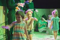 Гусеница детский спектакль